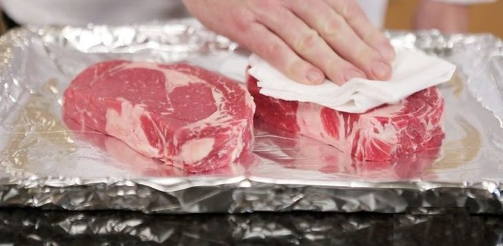 How to Broil Steak without a Broiler Pan